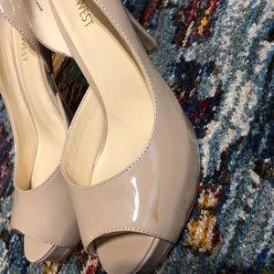 Steve Madden Shoes - Steve Madden nude peep toe heels